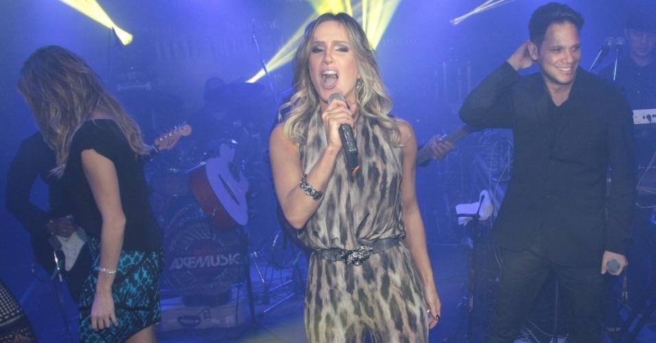22.ago.2014 - Claudia Leitte animou a plateia do lançamento da nova coleção de uma grife feminina. O evento aconteceu em uma loja na luxuosa rua Oscar Freire nos Jardins, na zona sul de São Paulo