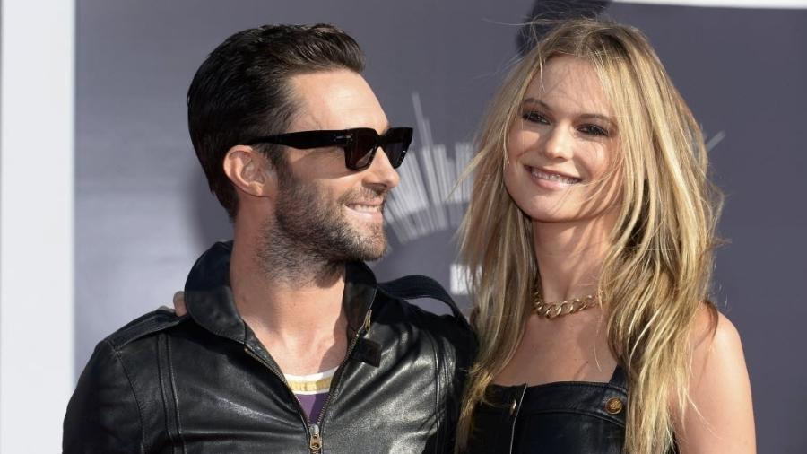 Adam Levine, vocalista do Maroon 5, e a mulher, a modelo Behati Prinsloo - Reuters