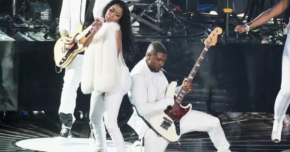 """24.ago.2014 - Com Nicki Minaj, Usher divulga o single """"She Came To Give It To You"""" no palco do VMA 2014 (Video Music Awards) no Fórum de Inglewood, na Califórnia"""