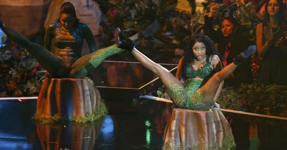 "24.ago.2014 - Nicki Minaj canta ""Anaconda"" na abertura do VMA 2014 (Video Music Awards) no Fórum de Inglewood, na Califórnia"