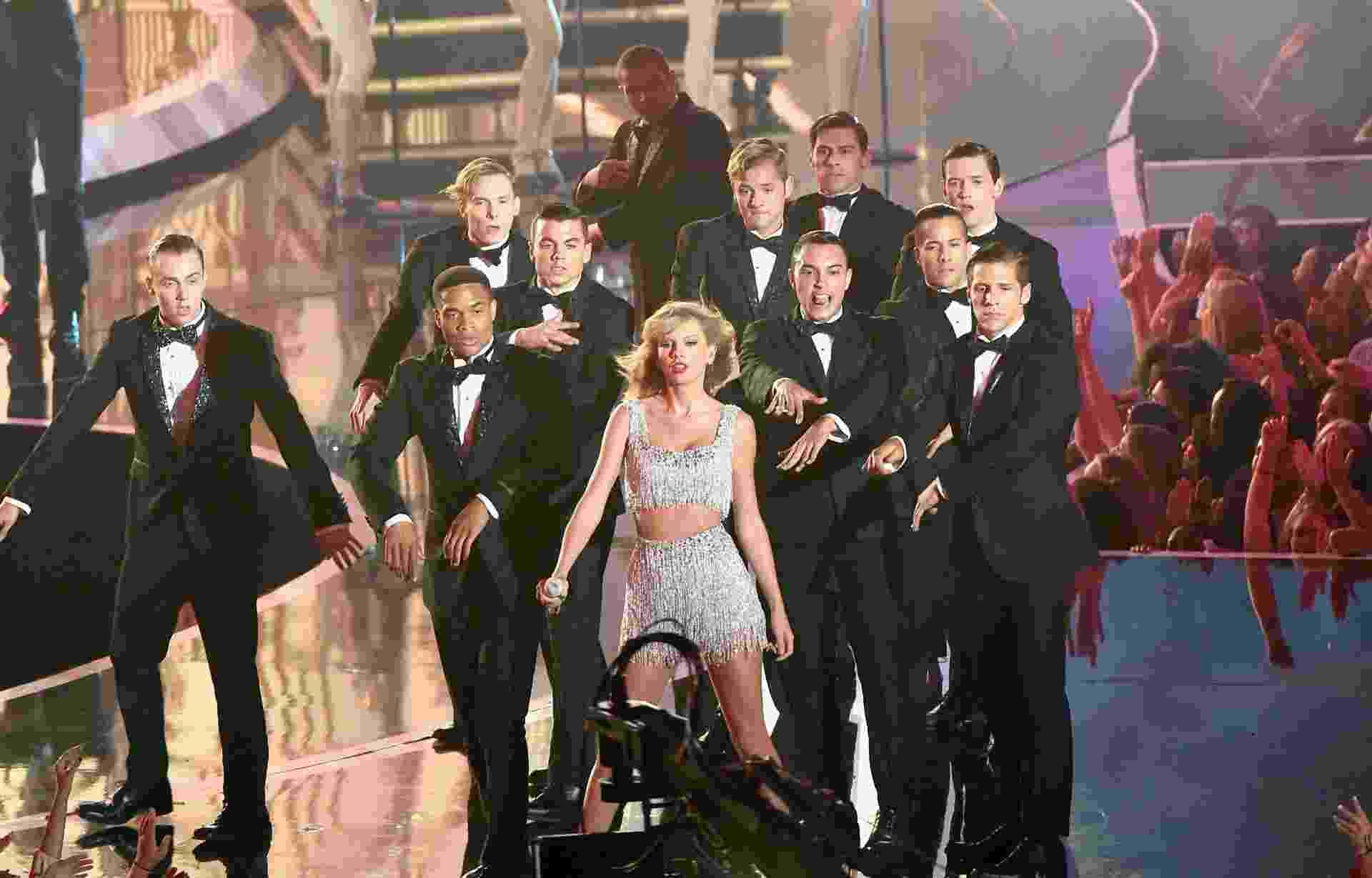 """24.ago.2014 - Taylor Swift faz estreia ao vivo do single """"Shake It Off"""" no palco do VMA 2014 (Video Music Awards) no Fórum de Inglewood, na Califórnia - Getty Images"""