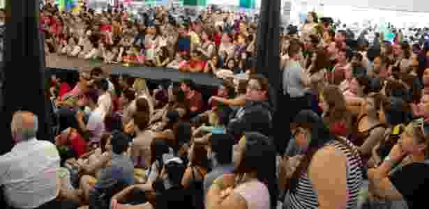 Público lota Bienal de São Paula para a mesa com as vlogueiras Pâm Gonçalves, do canal Garota It, e Tatiana Feltrin, de Tiny Little Things - Rodrigo Casarin/UOL - Rodrigo Casarin/UOL