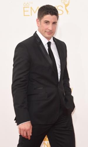 """25.ago.2014 - Jason Biggs, de """"Orange Is The New Black"""", prestigia a 66ª edição do Emmy Awards. O evento acontece no Nokia Theatre, em Los Angeles"""