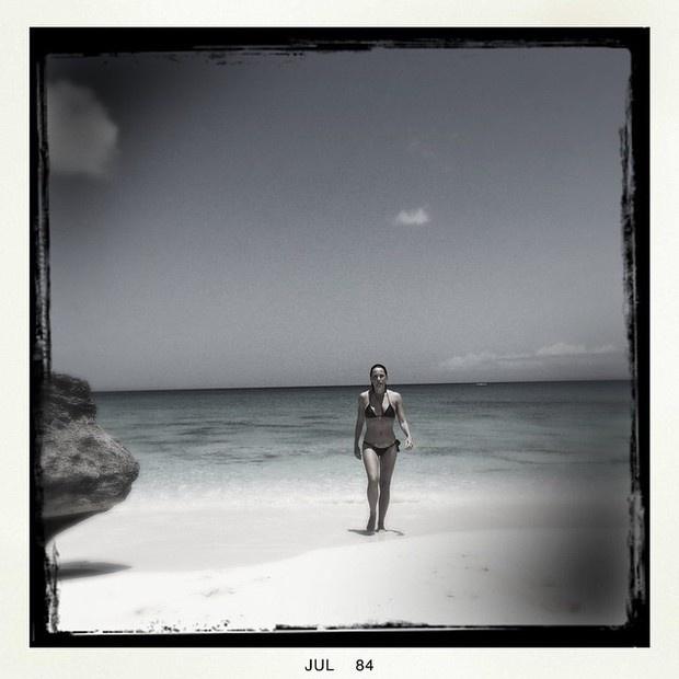 25.ago,2014 - Carolina Ferraz aparece de biquíni em foto postada no Instagram. A atriz tem 46 anos e é mãe de Valentina, de 18