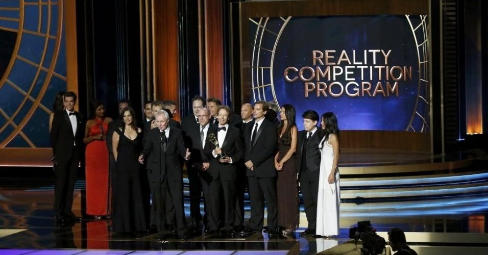 """25.ago.2014 - Equipe recebe o prêmio de Melhor Reality Show por """"The Amazing Race"""""""