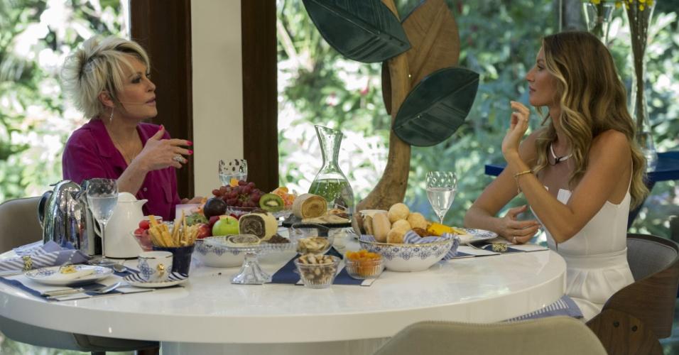 25.ago.2014 - Gisele Bündchen conversa com Ana Maria Braga e fala de seus hábitos saudáveis durante café da manhã