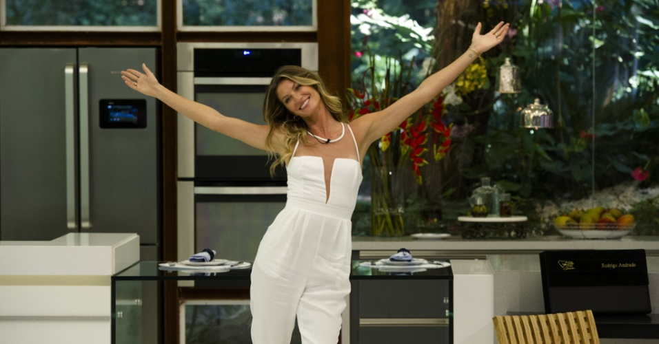 25.ago.2014 - Gisele Bündchen desfila no estúdio do