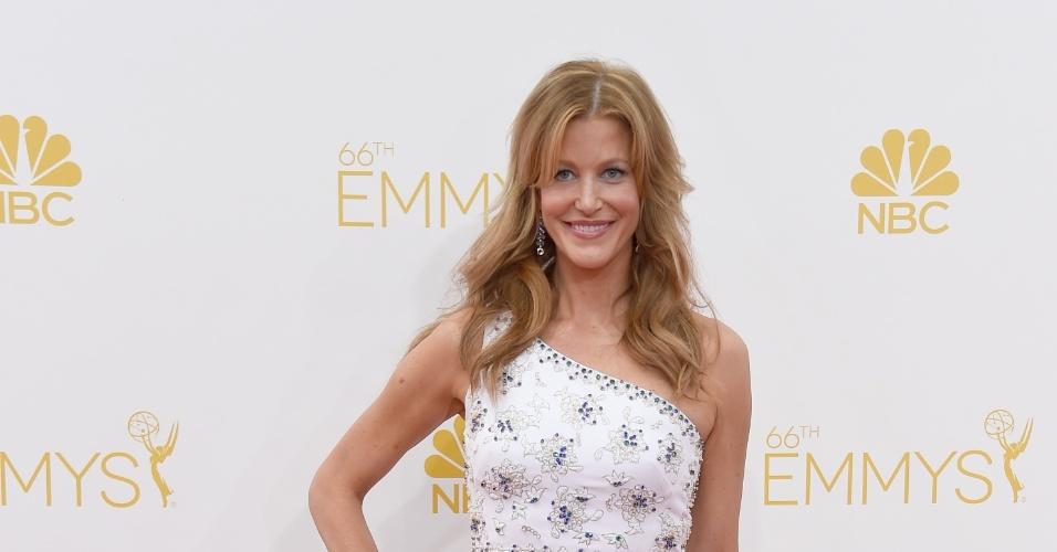 """25.ago.2014 - Indicada ao prêmio de melhor atriz por """"Breaking Bad"""", Anna Gunn prestigia a 66ª edição do Emmy Awards. O evento acontece no Nokia Theatre, em Los Angeles"""