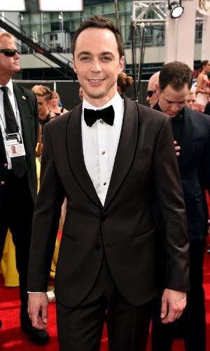 """25.ago.2014 - Jim Parsons, da série """"The Big Bang Theory"""", passa pelo tapete vermelho da 66ª edição do Emmy Awards,"""