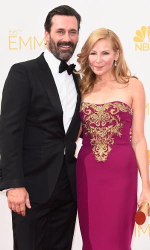 25.ago.2014 - Jon Hamm e Jennifer Westfeldt prestigiam a 66ª edição do Emmy Awards. O evento acontece no Nokia Theatre, em Los Angeles