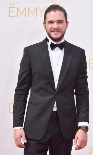 25.ago.2014 -  Kit Harington prestigia a 66ª edição do Emmy Awards. O evento acontece no Nokia Theatre, em Los Angeles