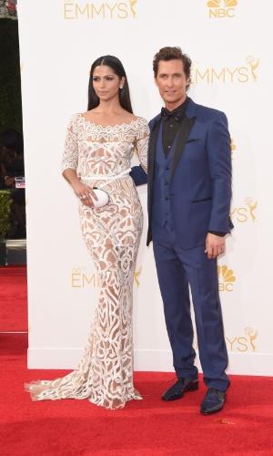 """25.ago.2014 - Matthew McConaughey e a mulher, a modelo brasileira Camila Alves prestigiaram a 66ª edição do Emmy Awards. O ator está indicado por seu desempenho na série """"True Detective"""""""