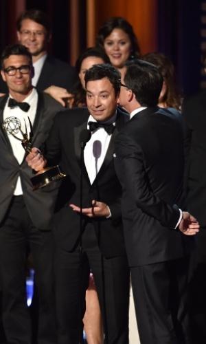 """25.ago.2014 - O apresentador Stephen Colbert vence por Melhor Série de Variedades por """"The Colbert Report"""". Jimmy Fallon,"""