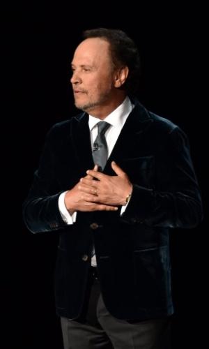 25.ago.2014 - Robin Willians é homenageado na 66ª edição do Emmy Awards. O ator Billy Crystal, um dos melhores amigos de Willians, é quem presta homenagem ao astro, morto em 11 de agosto