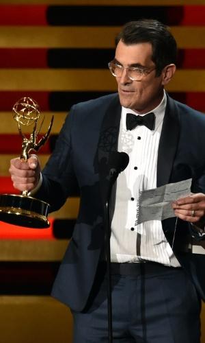 """25.ago.2014 - Ty Burrell vence a categoria de Melhor Ator Coadjuvante de Comédia por """"Modern Family"""""""