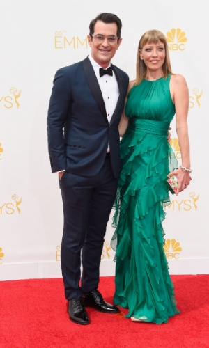 """25.ago.2014 -Ty Burrell e Holly Anne Brown prestigiam a 66ª edição do Emmy Awards. O evento acontece no Nokia Theatre, em Los Angeles. Ty está indicado como melhor ator coadjuvante por """"Modern Family"""""""