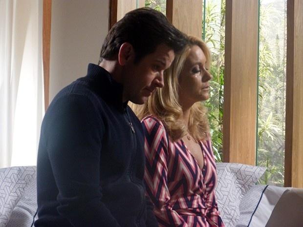 Pamela chora com pedido de separação de Jonas Marra