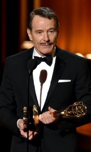"""25.ago.2014 - Bryan Cranston vence o Emmy por Melhor Ator em Série Dramática por """"Breaking Bad"""""""