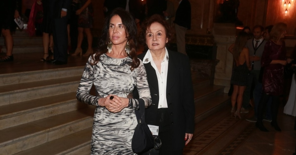 25.ago.2014 - Claudia Alencar e Joana Fomm prestigiam o Grande Prêmio do Cinema Brasileiro, no Theatro Municipal, no Centro