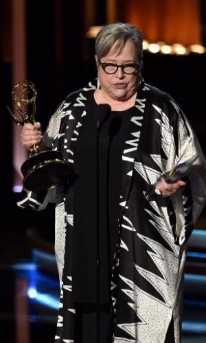 """25.ago.2014 -  Kathy Bates vence por Melhor Atriz Coadjuvante de Minissérie ou Filme para TV por """"American Horror Story: Coven"""""""