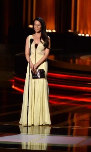 25.ago.2014 -  Lucy Liu entrega uma das categorias do Emmy