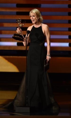 """25.ago.2014 - Moira Walley-Beckett vence o Emmy por Melhor Roteirista de Série Dramática por """"Breakibd Bad"""" pelo episódio """"Ozymandias"""""""