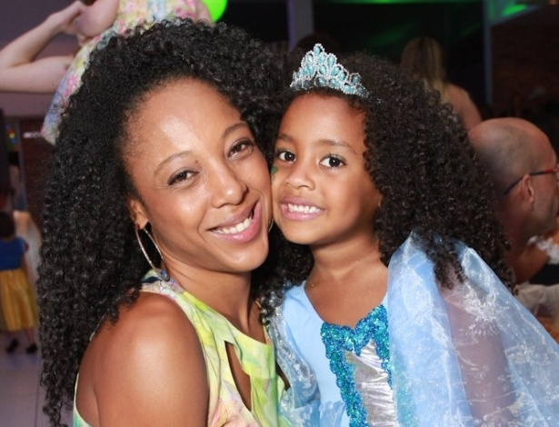 25.ago.2014 - Negra Li comemora aniversário da filha, Sofia, de cinco anos, em buffet nazona norte de São Paulo