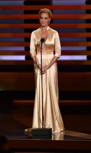 25.ago.2014 - O atriz Katherine Heigl anuncia uma das categorias do Emmy