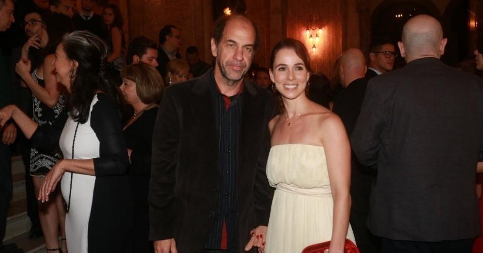 25.ago.2014 - Roberto Bomtempo e Miriam Freeland vão à cerimônia do Grande Prêmio do Cinema Brasileiro, no Theatro Municipal, no Centro, no Rio