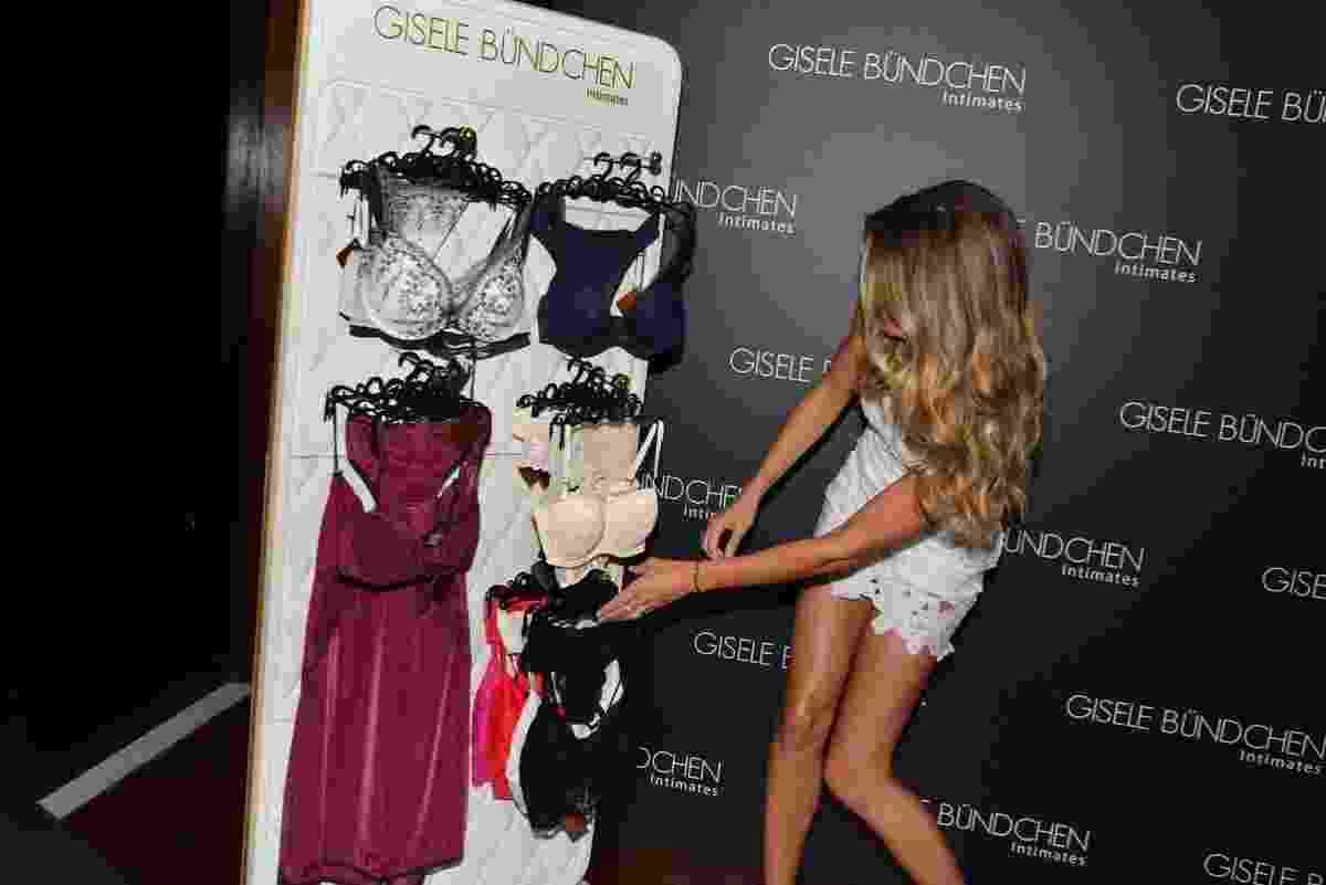 26.ago.2014 - A  übermodel brasileira Gisele Bündchen apresenta a nova coleção de lingeries da marca Intimates, em evento no hotel Tivoli, em São Paulo - Caio Duran e Thiago Duran / AgNews