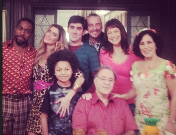 """Lázara Ramos, Deborah Secco, Marcelo Adnet, Luana Piovani, Glória Pires e Tony Ramos posam como personagens de """"A Grande Família"""""""