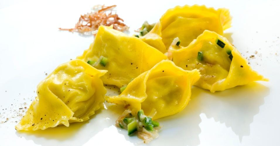 Fagotelli alla carbonara preparado pelo premiado chef Heinz Beck no La Pergola, restaurante do Rome Cavalieri Waldorf Astoria Hotels & Resorts