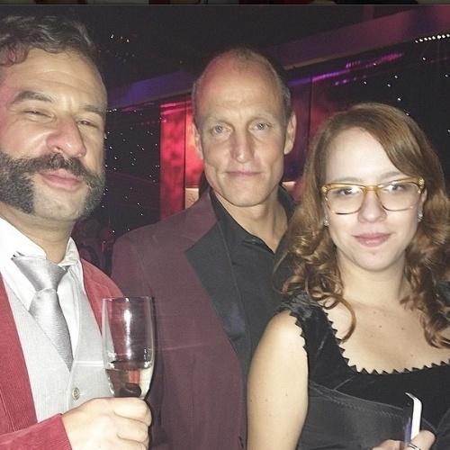 """James Cimino faz selfie com o ator Woody Harrelson, de """"True Detective"""". O repórter do UOL cobriu a premiação em Los Angeles a convite da Turner Network"""