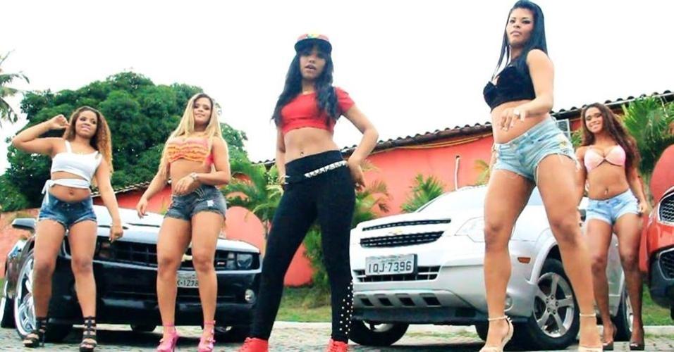 """O sucesso de MC Britney é o hit """"Na Casa do Seu Zé"""". Ela faz parte do movimento ostentação no funk"""