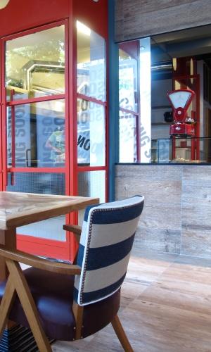 Rosso é um espaço que oferece um menu completo desde o café da manhã até o happy hour ou um aperitivo depois de uma noite de passeios por Roma