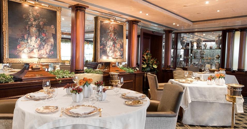 Uma das luxuosas salas do La Pergola, restaurante do Rome Cavalieri Waldorf Astoria Hotels & Resorts