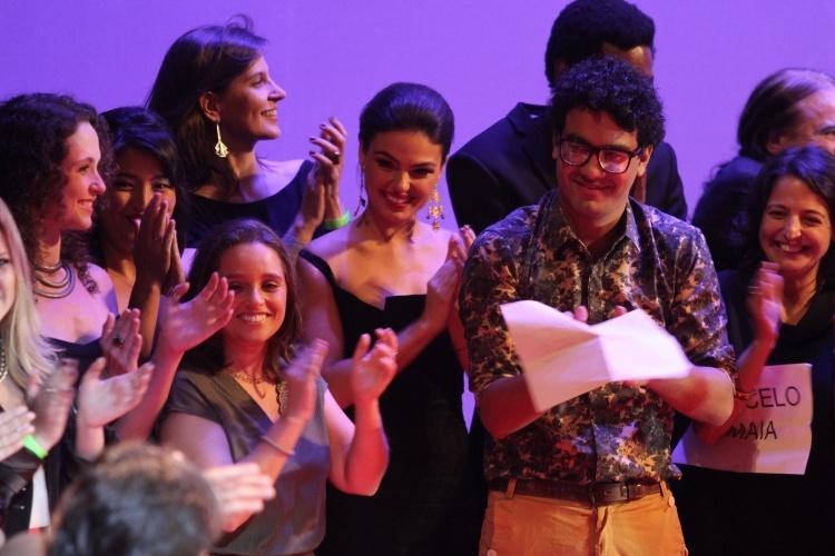 """26.ago.2014 - Elenco de """"Faroeste Caboclo"""" sobe ao palco para receber o prêmio de Melhor Longa-Metragem de Ficção"""