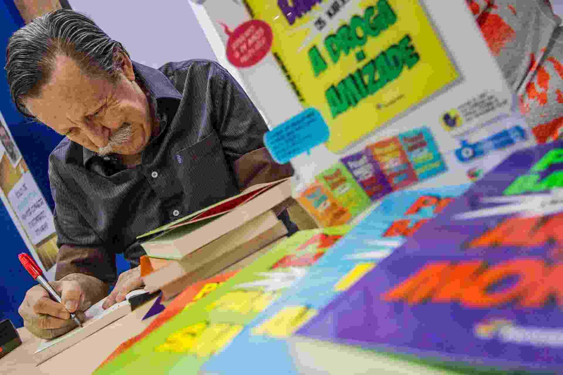 """26.ago.2014 - O escritor Pedro Bandeira lança o livro """"Droga da Amizade"""" na 23ª Bienal Internacional do Livro de São Paulo, no Anhembi - Carla Carniel/Frame/Estadão Conteúdo"""