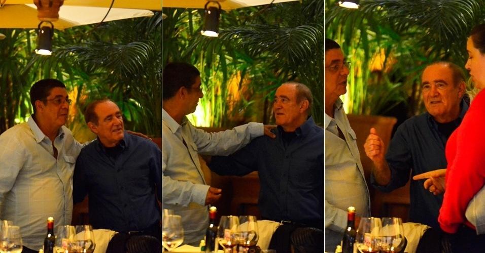 27.ago.2014 - Acompanhado da mulher, Lílian, Didi se encontra com Zeca Pagodinho em um restaurante na Barra da Tijuca