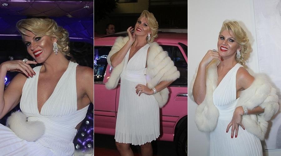 """27.ago.2014 - Val Marchiori se vestiu de Marilyn Monroe para prestigiar a abertura da exposição """"M - de Marilyn à Madonna"""" na Galeria de Arte Roberta Britto, localizada no bairro dos Jardins, em São Paulo"""