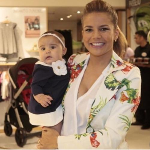 """27.ago.2014- Nivea Stelmann vai a evento com a filha Bruna de apenas cinco meses: """"Eu e minha boneca"""", escreveu a atriz no Instagram"""