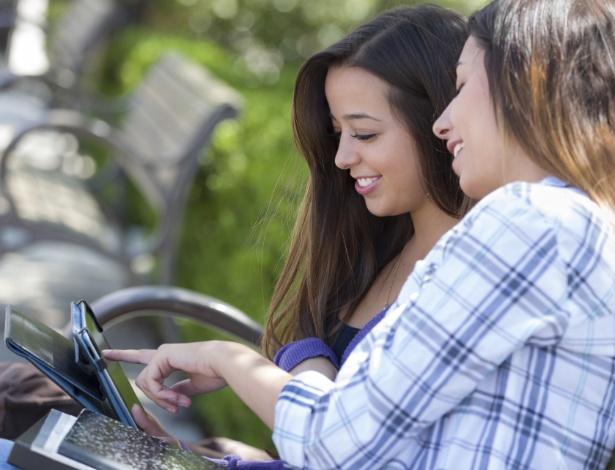 Adolescente tem facilidade de lidar com tecnologia, o que não significa ter visão crítica - Getty Images
