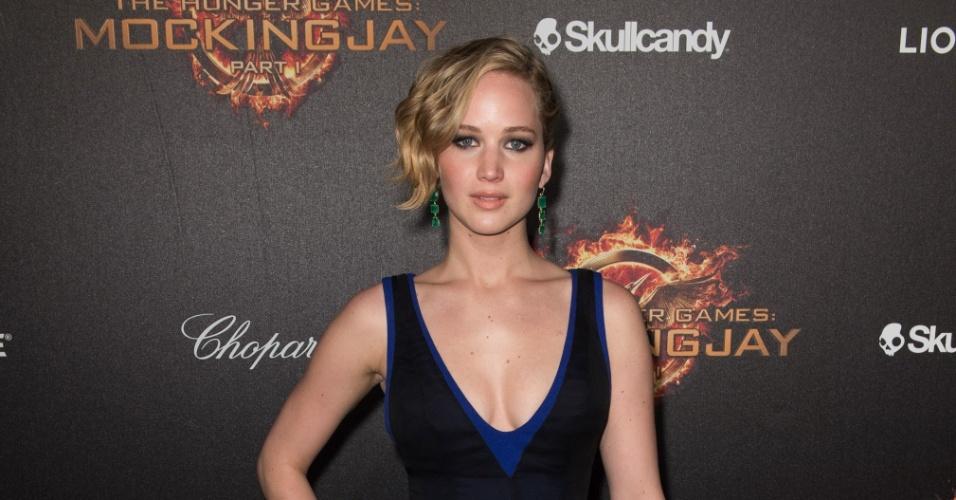 """Em U: O decote em formato de """"U"""" foi o escolhido de Jennifer Lawrence para ir a première de """"Jogos Vorazes"""""""