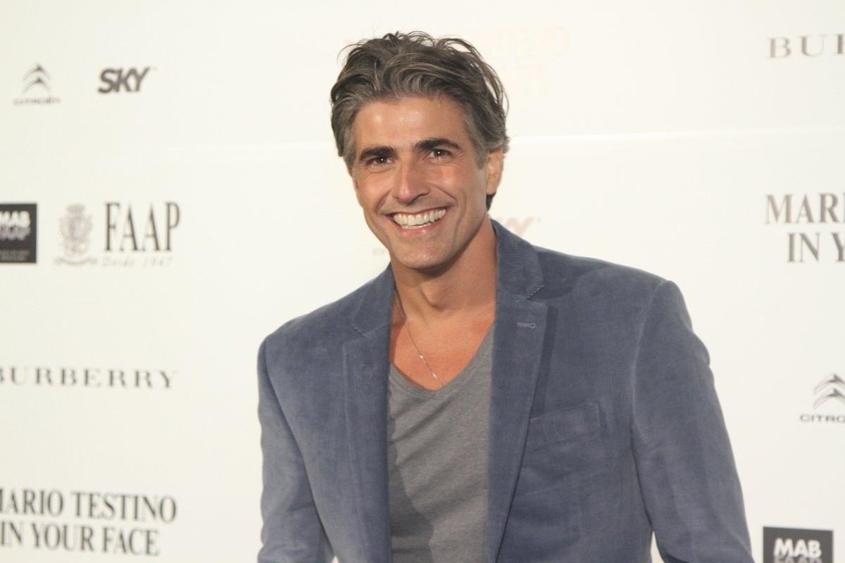 28.ago.2014 - Reynaldo Gianecchini prestigiou a abertura da exposição