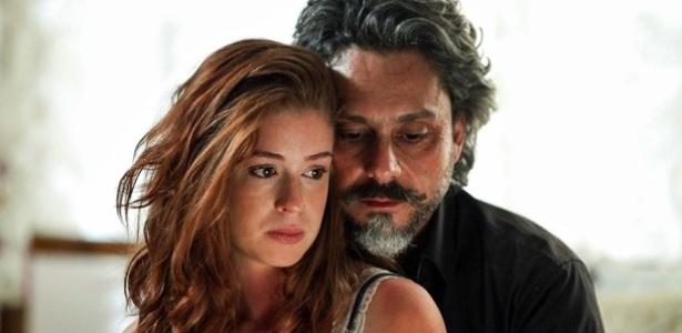 José Alfredo conta para a amante que Maria Marta já sabe do relacionamento deles