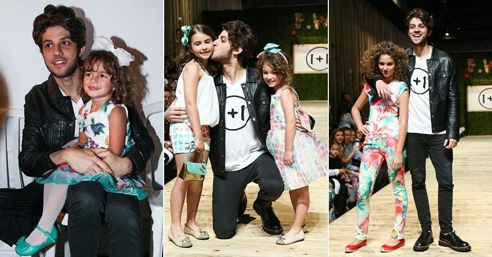 30.ago.2014 - O galã do momento Chay Suede mostra seu carinho com as crianças ao desfilar no Fashion Weekend Kids, em São Paulo