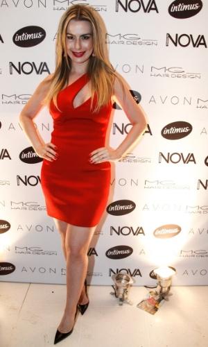 """1.set.2014 - A atriz Mônica Carvalho prestigia a festa da revista """"Nova"""", no salão do cabeleireiro Marco Antonio di Biaggi, em São Paulo"""