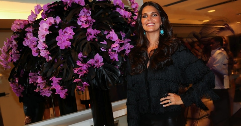 """1.set.2014 - Daniela Sarahyba marca presença na festa da revista """"Nova"""" promovida pelo cabeleireiro Marco Antonio di Biaggi, em São Paulo"""
