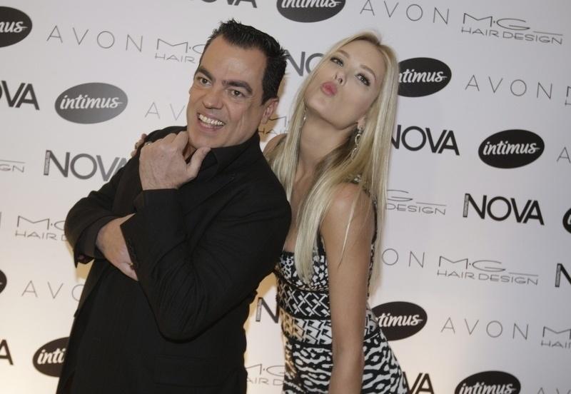 """1.set.2014 - Marco Antonio di Biaggi e Gianne Albertoni na festa da revista """"Nova"""", no salão do cabeleireiro, em São Paulo"""