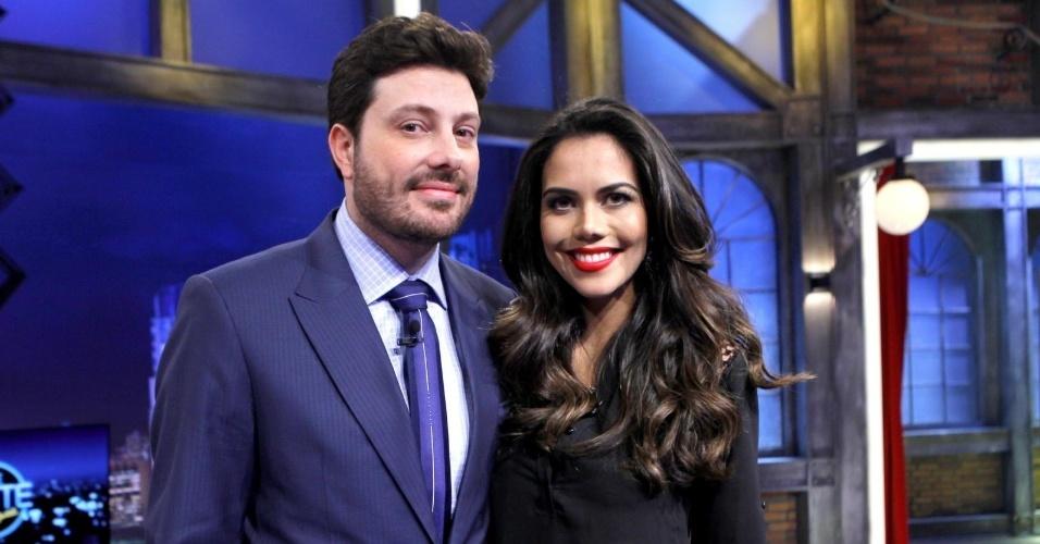 """Apresentadora Daniela Albuquerque participa do """"The Noite"""", com Danilo Gentili, no SBT"""